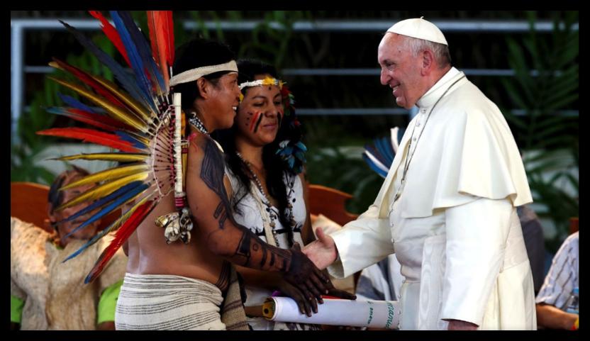 Papa con pueblos amazónico